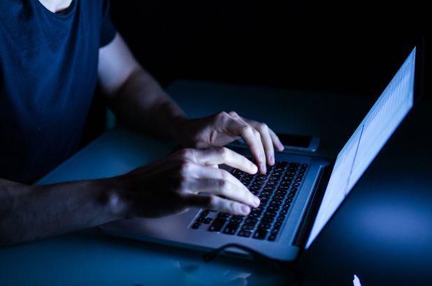 Stalk Facebook là gì, làm cách nào để tránh bị stalk? 4