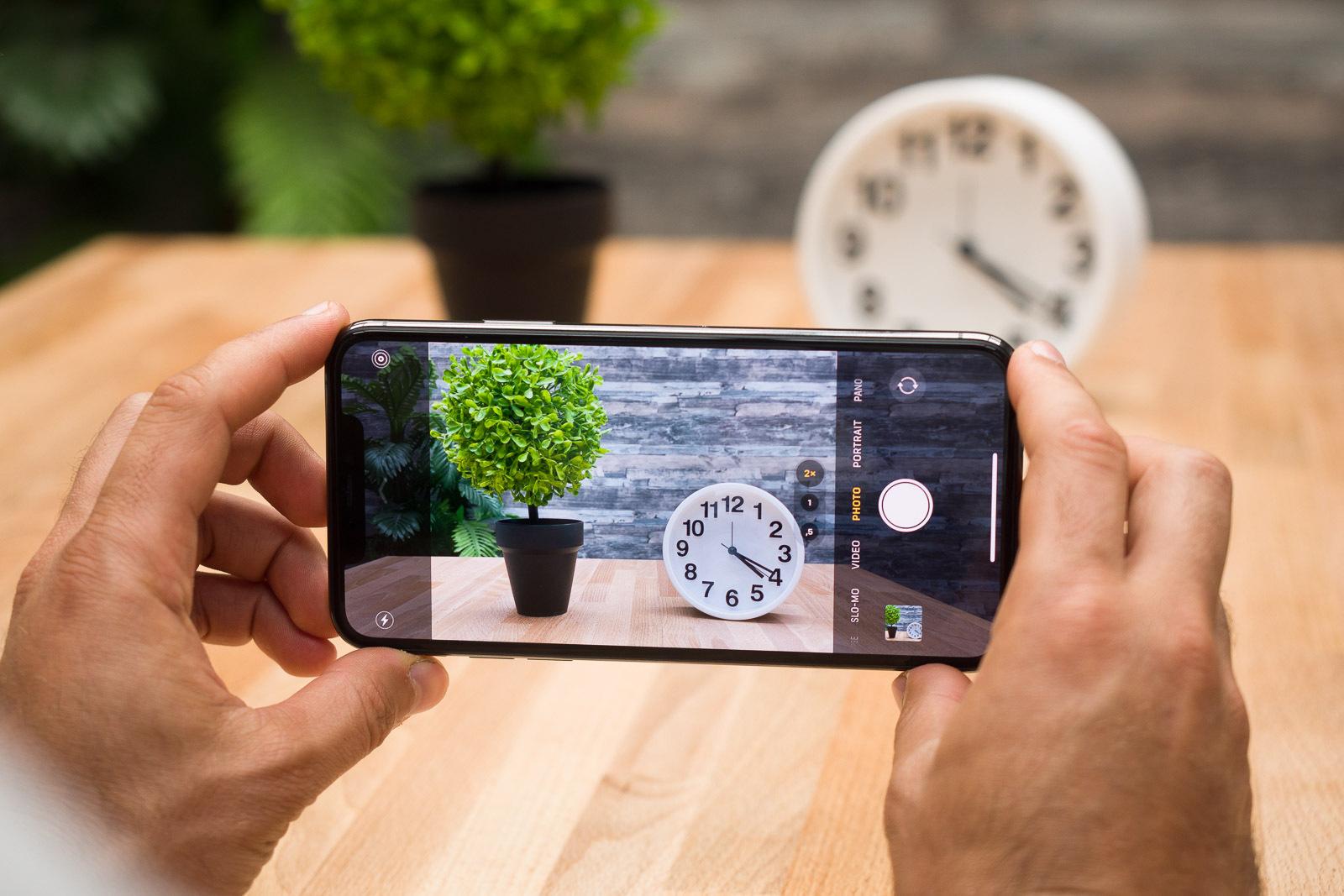 Cách quay video trên iPhone hoặc iPad