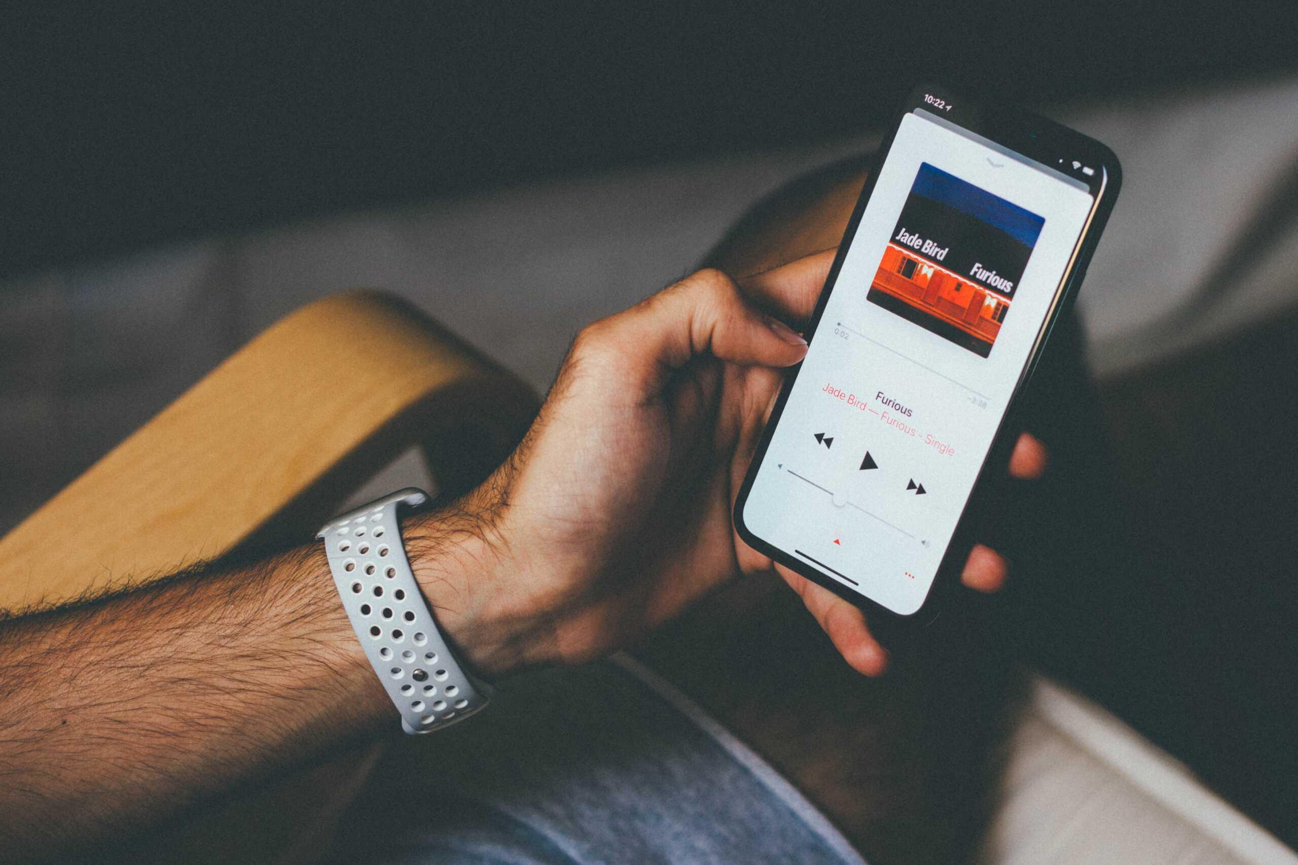 Family Sharing là một tính năng cực kỳ hay ho cho phép bạn chia sẻ và tiết kiệm chi phí với các thành viên trong nhóm gia đình của mình. Còn chần chừ gì mà không tìm hiểu ngay cách nghe nhạc với tính năng Family Sharing của Apple cùng GhienCongNghe trong bài viết sau đây!