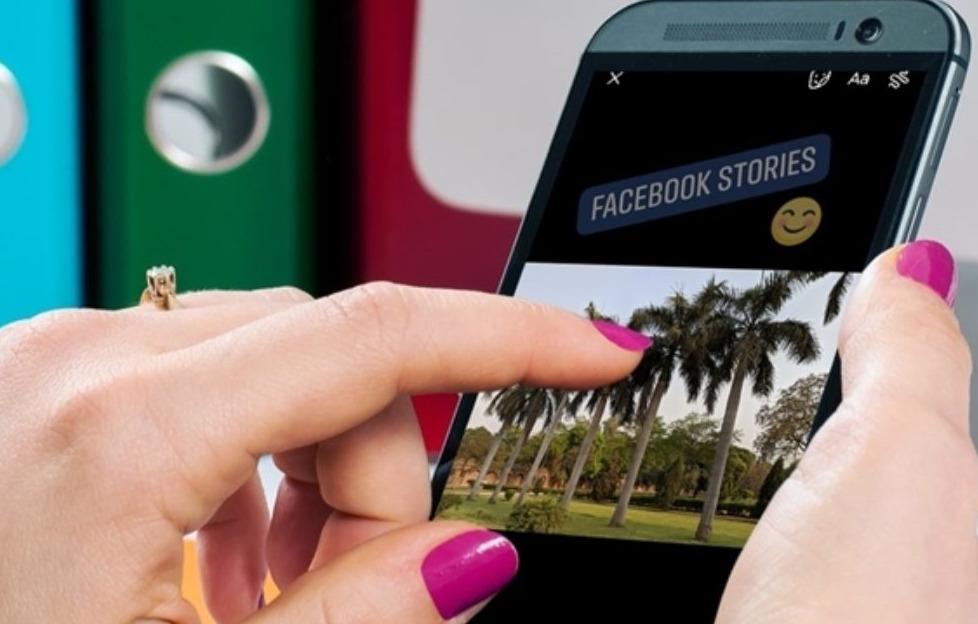Hướng dẫn cách chèn nhiều ảnh vào một Story Facebook 2