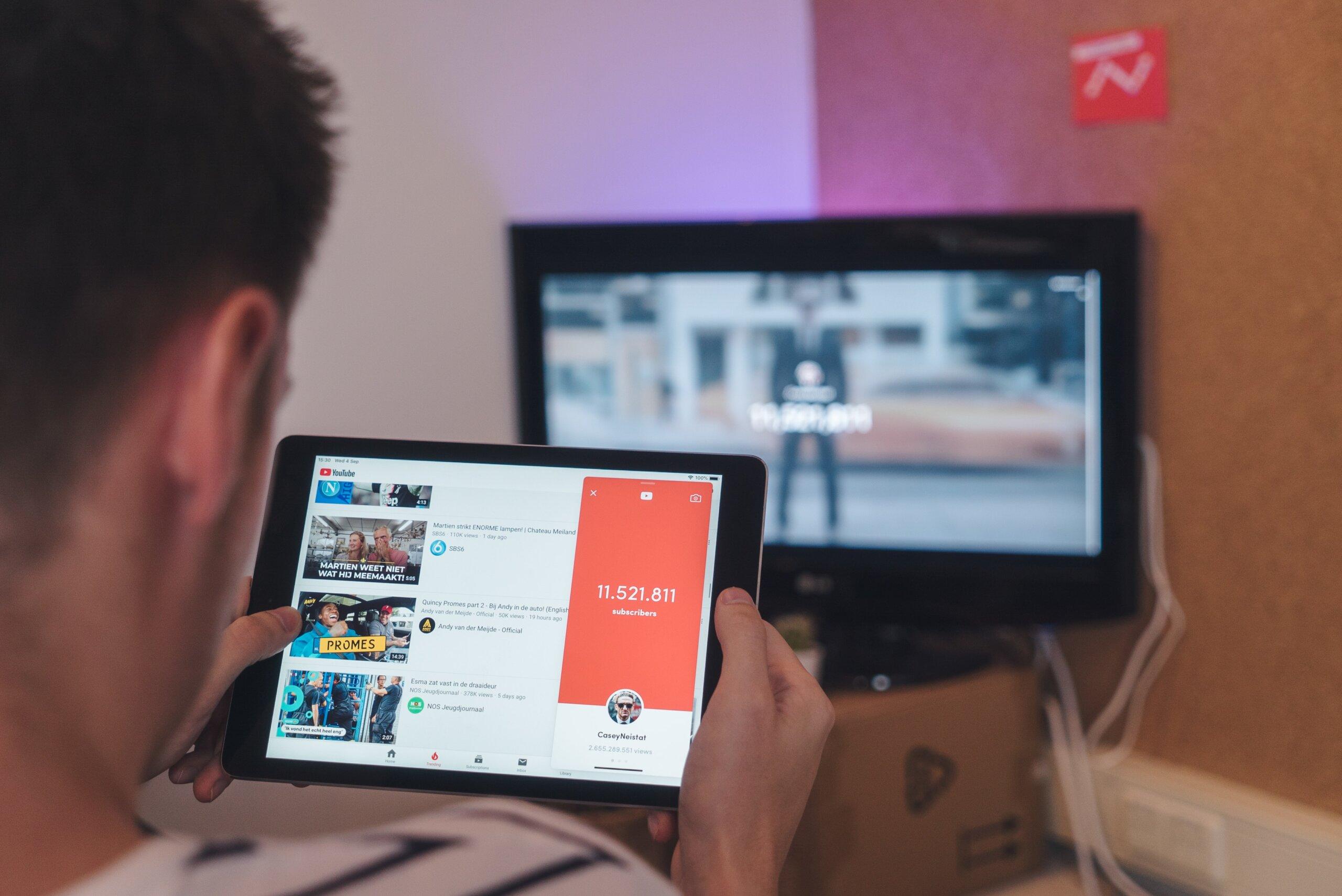 Tạo tài khoản YouTube để bắt đầu khám phá trang video lớn nhất thế giới